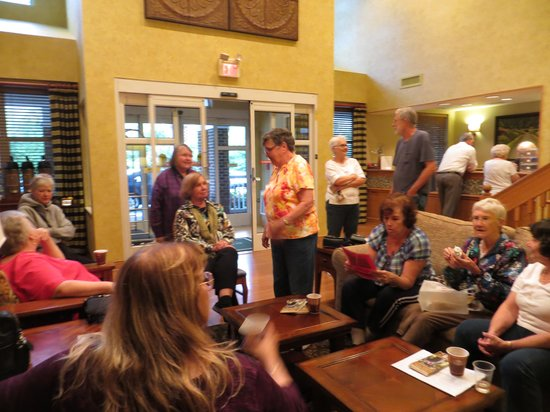 Country Inn & Suites By Carlson, Williamsburg Historic Area: Gathering to plan our day.