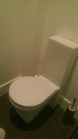 Artrip Hotel: Private space for toilet (no bidet)