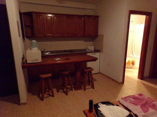 Rosamar Apartments: kitchen