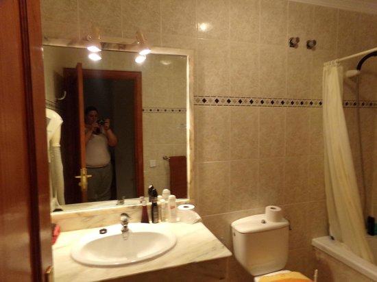 Rosamar Apartments: bathroom