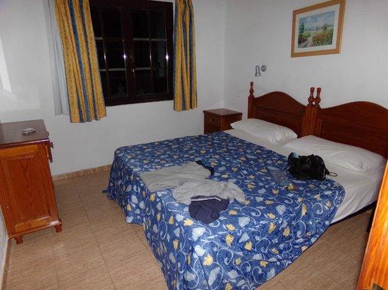 Rosamar Apartments: bedroom