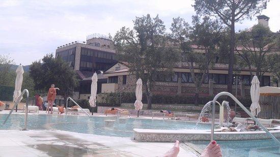 Petriolo Spa Resort: vista dalla piscina esterna