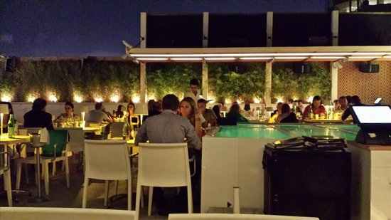 NuTeras: Excellent Rooftop - dinning area
