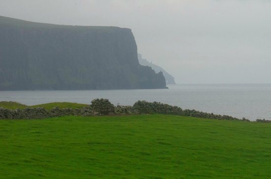 Atlantic View Bed & Breakfast : View of Cliffs of Moher from the Atlantic View B&B