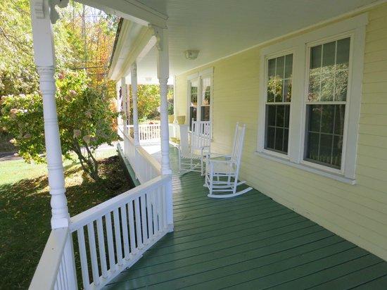 Ballard House Inn : Back porch