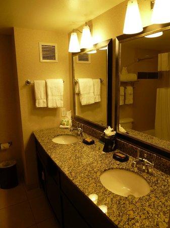 Best Western Plus Marina Gateway Hotel: Bathroom