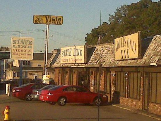 Attleboro Motor Inn: Right next to the Inn - classy!
