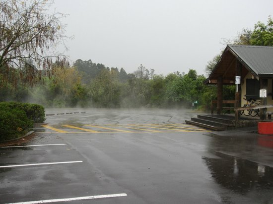 Comfort Inn Cascades: Aftermath of the rainstorm at Huka Falls