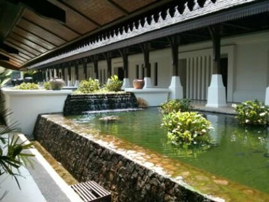 Tanjong Jara Resort: Reception area water feature
