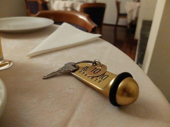 Hotel Due Mori : 朝食。部屋の鍵です。