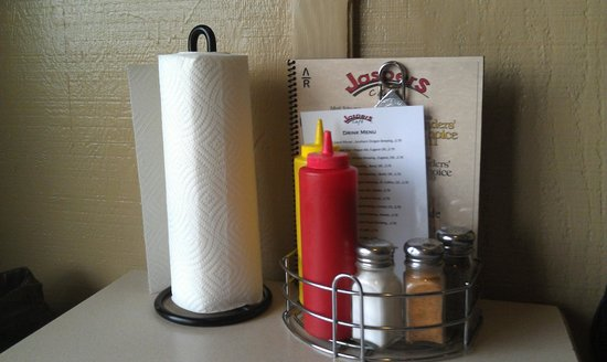 Jasper's Cafe: i love a place with paper towels on the table!
