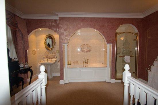 Crolinnhe : Linnhe Suite Bath