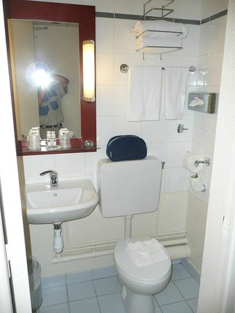 Timhotel Le Louvre: salle de bain