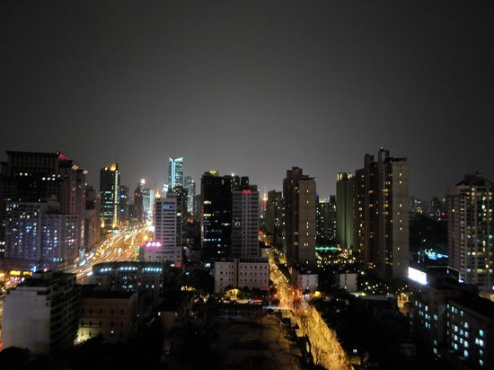 Rayfont Hongqiao Hotel & Apartments Shanghai: The view of Shanghái city from the floor 21.