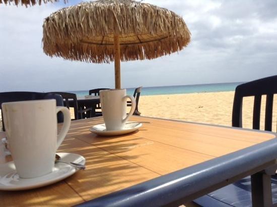 Hotel Quinta Do Serrado: coffee on the beach