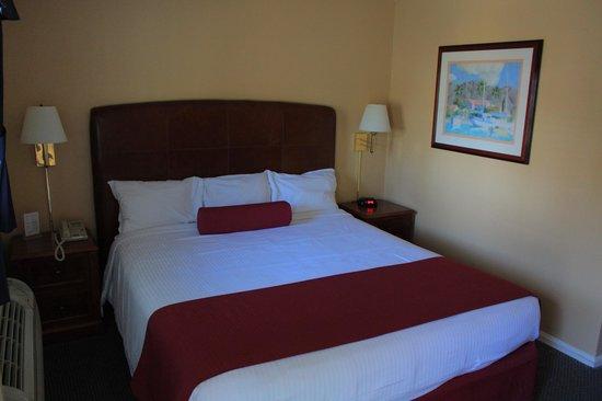 Portofino Hotel: King Bed