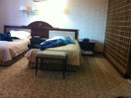 G Empire Hotel: Rock-hard beds