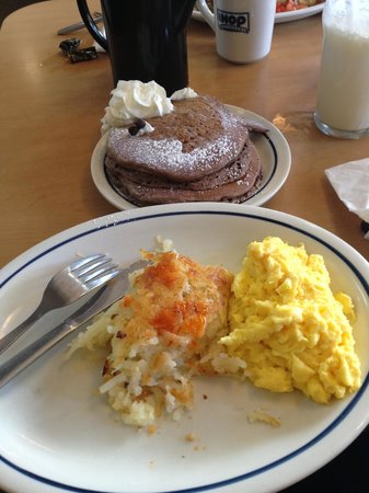 IHOP: Excellent, scrambled eggs, hash brown and chocoladship pancakes