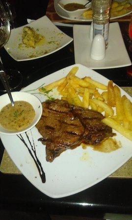 City Grill: Ribeye, chips, peppercorn sauce, garlic bread