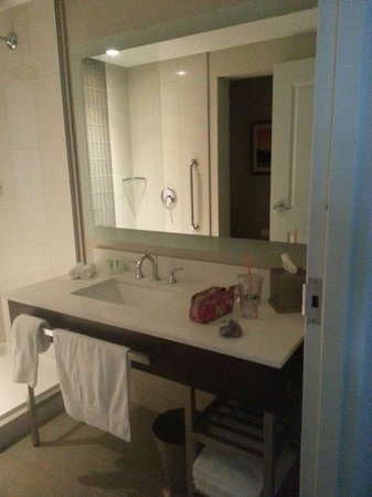 WinStar World Casino Hotel: Bath vanity