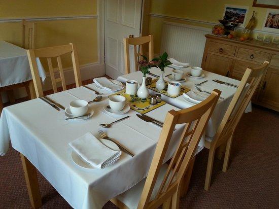 Inverglen Guest House: The breakfast room.