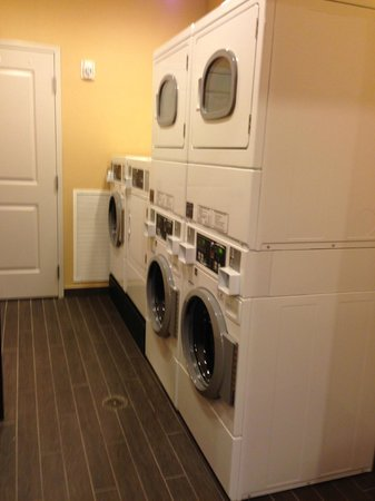 Home2 Suites by Hilton Nashville Airport: Laundry Room