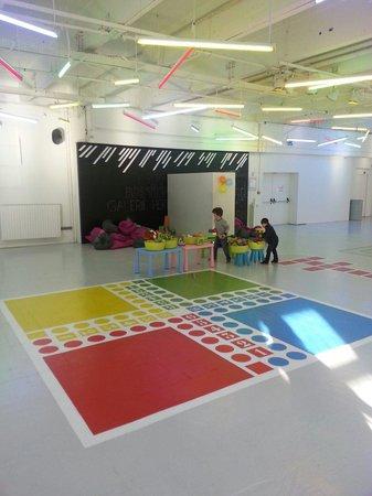 Le Tripostal : Hall d'accueil enfants