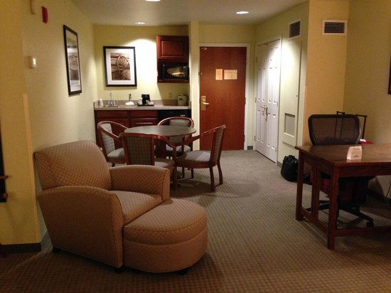 Wingate by Wyndham Helena Airport : Room had nice size frig and microwave