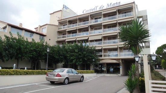 Castell de Mata : Hotel vue de la route