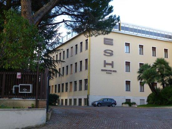โรงแรมอีเอสเอชเอ็กซ์คลูซีฟสไตล์: Exterior