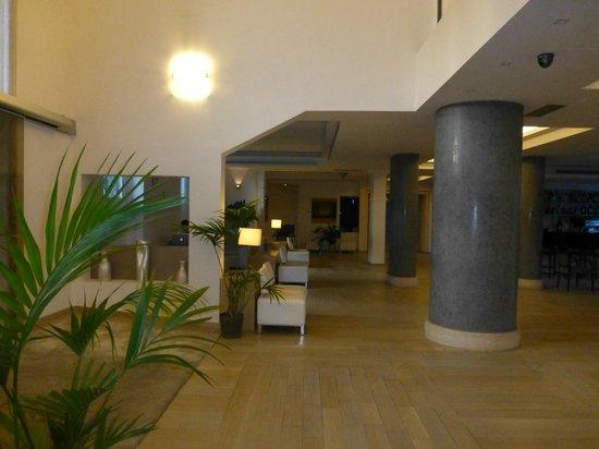 โรงแรมอีเอสเอชเอ็กซ์คลูซีฟสไตล์: Reception