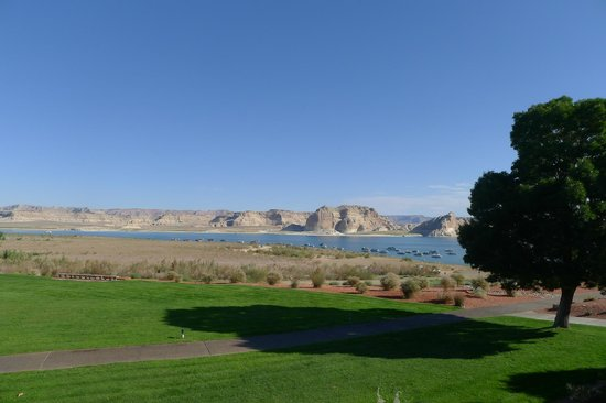 Lake Powell Resort: view from grounds