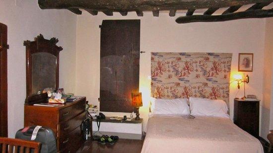 Castello di Montegufoni: over the hill bedding