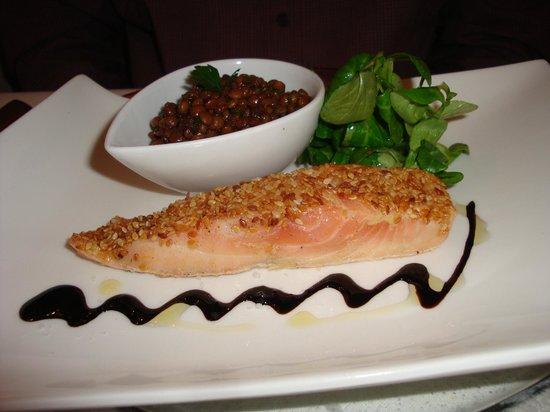 La Grillade Gourmande : Salmon with lentils appy