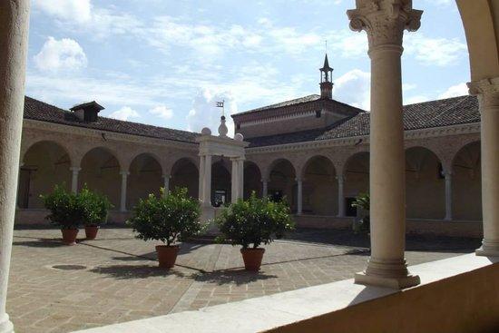 Abbazia di S.Maria di Praglia: Vista di uno dei chiostri interni