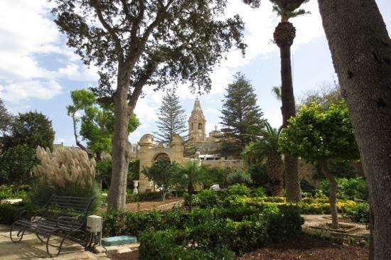 Palazzo Parisio & Gardens: The peaceful gardens