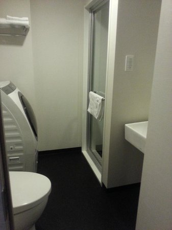 Tokyu Stay Ikebukuro: a big bathroom with washing machine