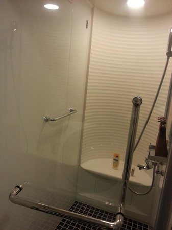 Tokyu Stay Ikebukuro: the shower tub ~ it's nice !