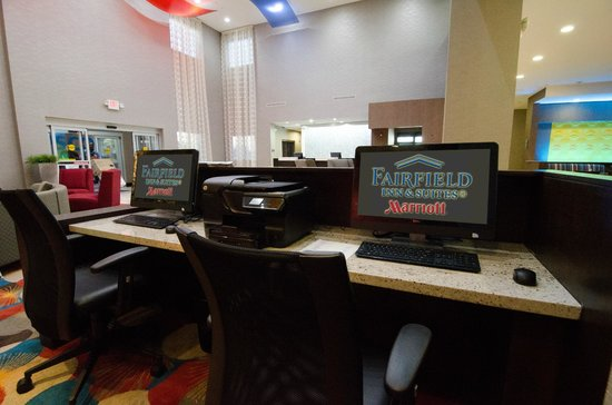 Fairfield Inn & Suites Houston North/Spring: business center