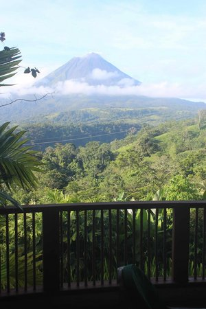 The Springs Resort and Spa : Morning view of Arenal volcano from Alta Vista Room