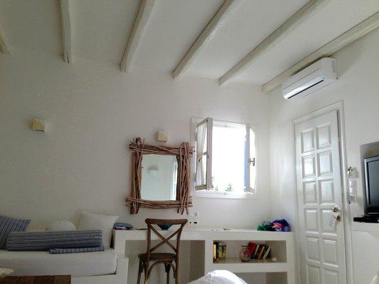Villa Marandi Luxury Suites : Номер внутри, супер сьют.