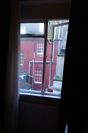 Old Palace Guest House: The view from room 4 is ugly