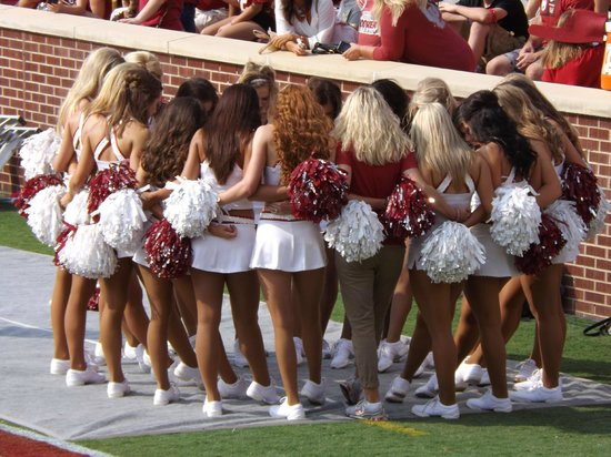 Oklahoma Memorial Stadium: OU Cheerleaders
