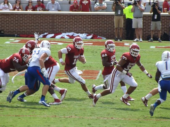 Oklahoma Memorial Stadium: Sooners On The Run