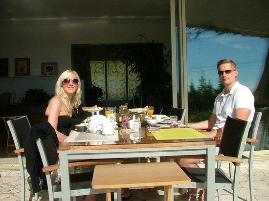 Maison d'Hôtes Bleu Azur : Our second day at breakfast