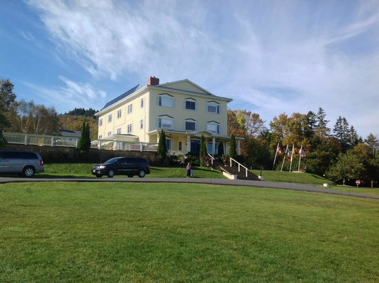 Rossmount Inn : View of the hotel from the grounds