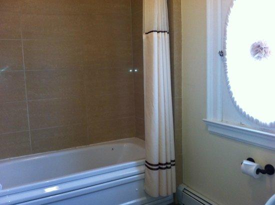 Stanley Hotel: Room 332 bathoom - Superior King