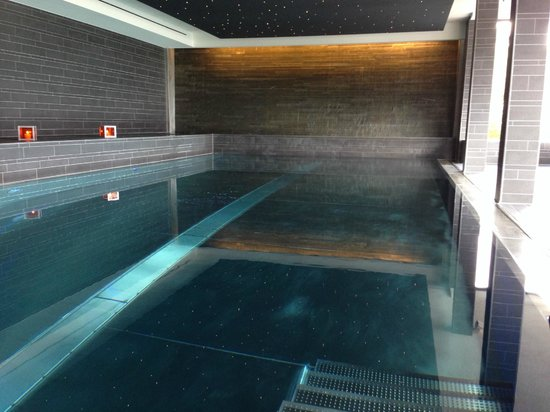 The Cambrian: Indoorpool Mit Wasserfall Am Stirnende