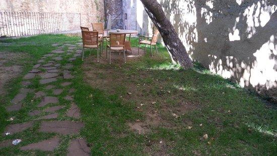 Parador de Ciudad Rodrigo: The Parador Garden used by the Bar