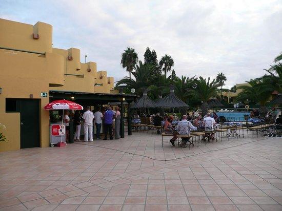 Atlantic Garden Beach Mate: pool bar